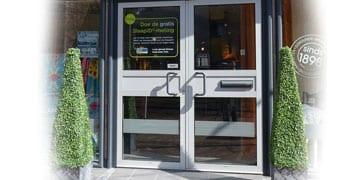 bezoek-onze-winkel-met-gratis-parkeren-op-eigen-terrein