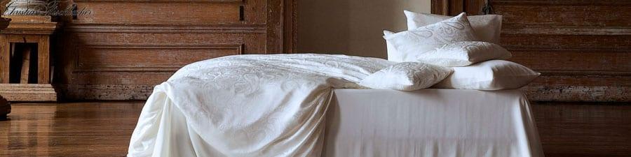 Christian-Fischbacher-beddengoed-in-kleurstelling-wit-luxury-nights