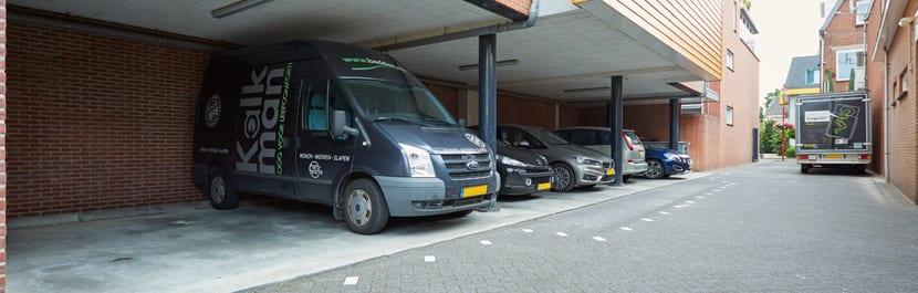 Parkeerplaatsen-naast-onze-winkel