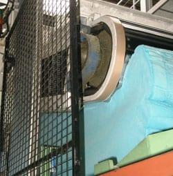Koudschuimblok-wordt-hier-gecrushd-voor-optimaliseren-van-elastisch-vermogen
