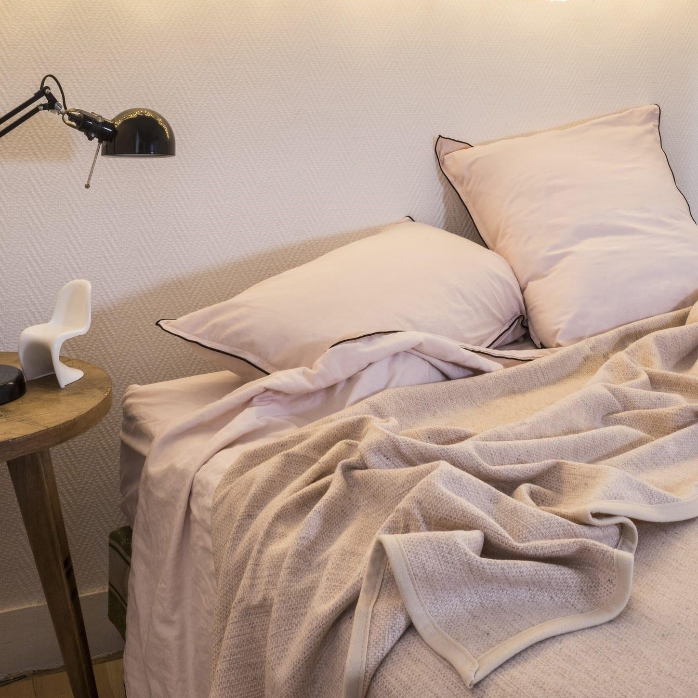 zomerdeken-Canisses-sfeervol-in-de-slaapkamer