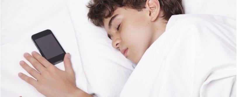 Nederlanders-bekijken-graag-facebook-vlak-voor-gaan-slapen