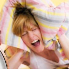 rusteloze-vrouw-in-bed