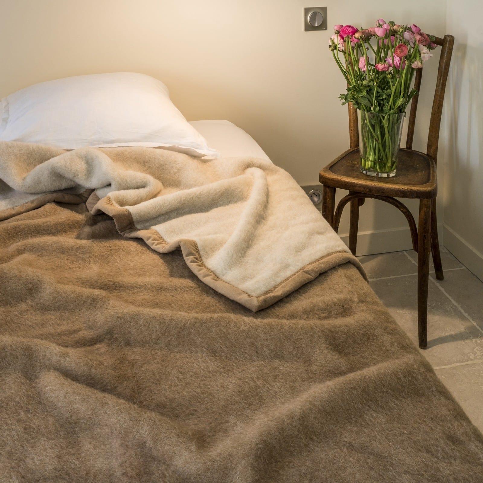 zeer-comfortabele-deken-van-Alpaca-op-bed