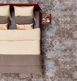 Sfeer-en warmte-in-de-slaapkamer-met-de-Essential-van-Auping-en-Bonaparte-tapijt-Vintage-op-de-vloer