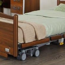 dubbele-zwenkwielen-set-voor-betere-manoeuvreerbaarheid-en-remkracht-van-zorgbed